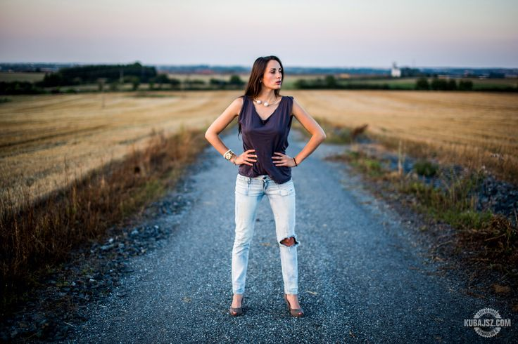 More about outfit -> freecoolina.cz  Photo by photo.kubajsz.com  #fashion #heels #ripped #jeans #pearls #blog #outfit #ootd