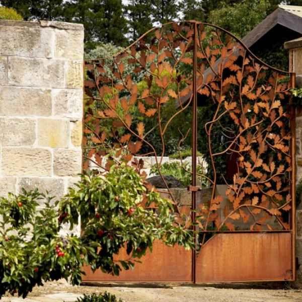 durch die verschiedenen höhen der edelrost pflanzringe aus metall, Gartenarbeit ideen