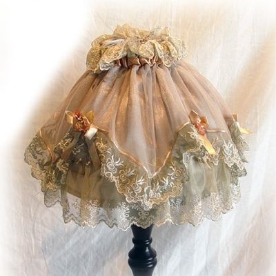 Double flounce Green lamp shade cover.  Hmmm, wonder if I could use a little girl's dress for the flounce.