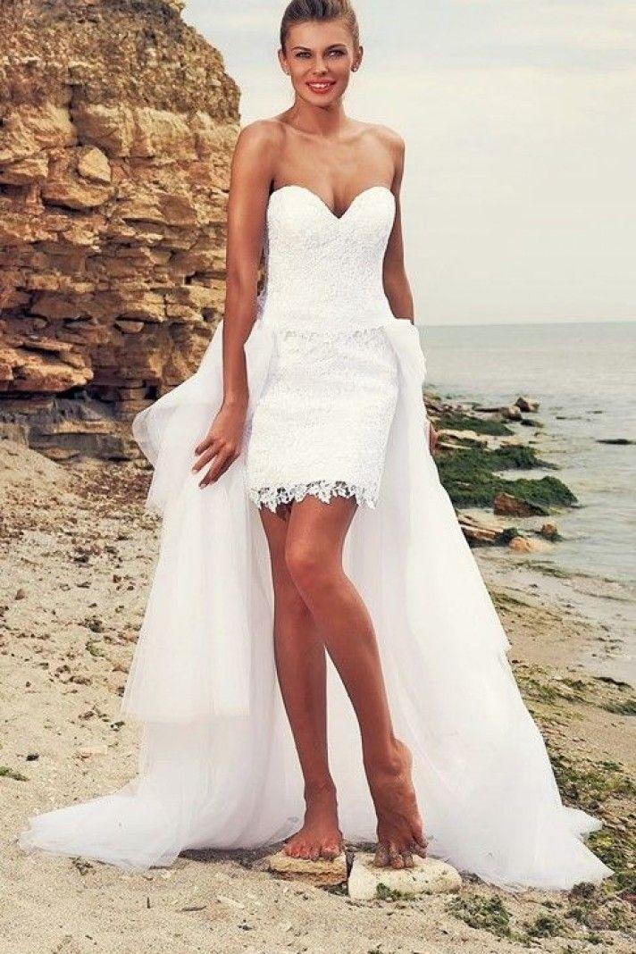 matrimonio a marzo come vestirsi?  ecco l'abito da sposa adatto per questo mese, corto con strascico lungo