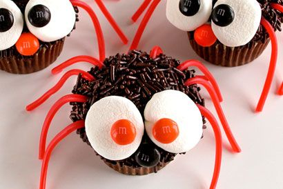 Spider cupcakes!: Halloween Parties, Recipe, Food Ideas, Spiders Cupcakes, Halloween Cupcakes, Kids, Halloween Treats, Halloween Food, Halloween Spider