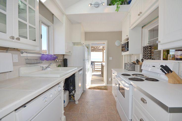 Sun-filled kitchen with WHITE appliances!