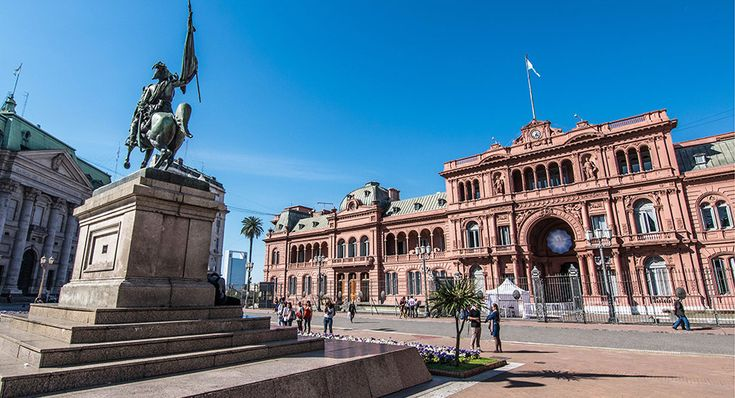 The Casa Rosada, in English the Pink House, is the Argentine's Government house. Booking in advance is mandatory but the visit is free.    #pinkhouse #casarosada