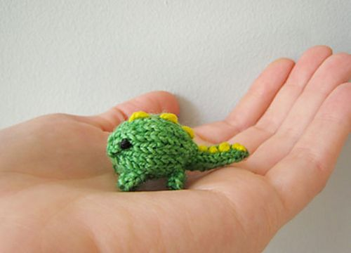 Mini Dinosaur Knitting Pattern : 135 best Miniature knitting images on Pinterest Knit crochet, Miniature and...
