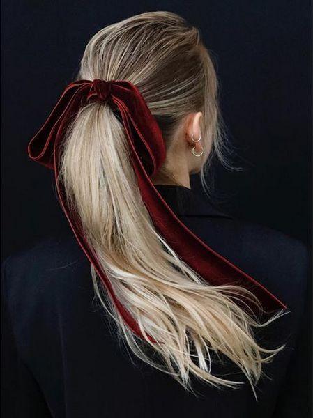 Velvet Bow www.vogue.it/… – Laura Schirin
