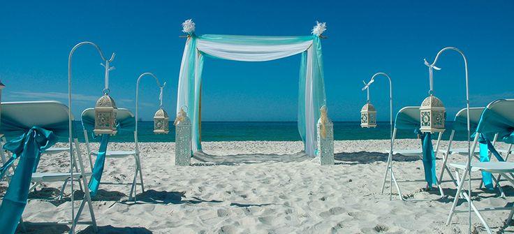 Beach wedding aisle decor using hurricane lanterns