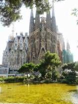 Вы просто не можете посетить Барселону, и не увидеть Саграда Фамилия. Это уникальные архитектурный шедевр, ставший символом города. Монументальное здание - действующая церковь – венец творчества знаменитейшего каталанского архитектора Антонио Гауди. Саграда Фамилия – самая посещаемая достопримечательность Барселоны. Причудливые парящие формы,...