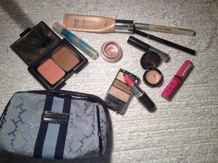 τι έχω μέσα στο makeup bag μου???