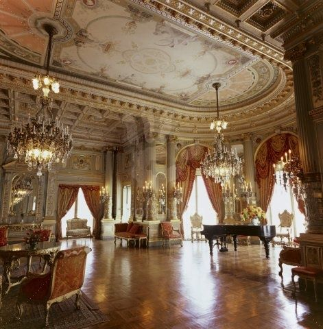 The breakers music room of the breakers newport rhode for Beautiful house music