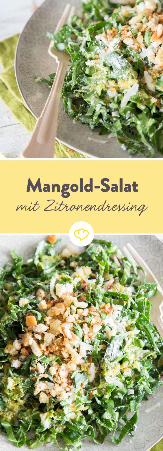 Du findest grünen Salat öde? Dann stimmen dich aromatischer Mangold und spritziges Zitronendressing garantiert um. Zur Sicherheit mischen sich auch noch ein bisschen Parmesan und knusprige Brotkrümel dazu. Aber mehr braucht dein Salat nun wirklich nicht.