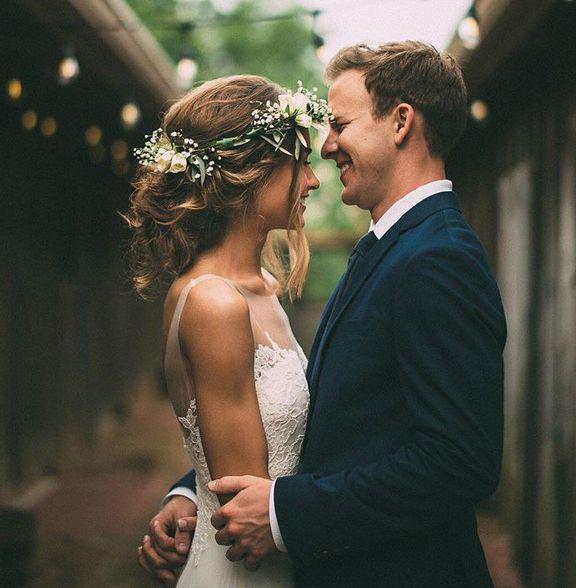Ser NOIVA é...fazer mil escolhas, mas saber que a certa é aquela que estará esperando no altar!❤️@imageisfound  #headpieces #bridalheadpieces #acessoriosparacabelo #acessoriosparanoivas #wedding #casamento #bride #love #mercedesalzueta #handmade #noiva #instabride  #brideoftheday #noivadodia #bride #noiva #noivareal #realbride #wedding #casamento #ateliermercedesalzueta #bridalheadpiece #acessoriodecabelo