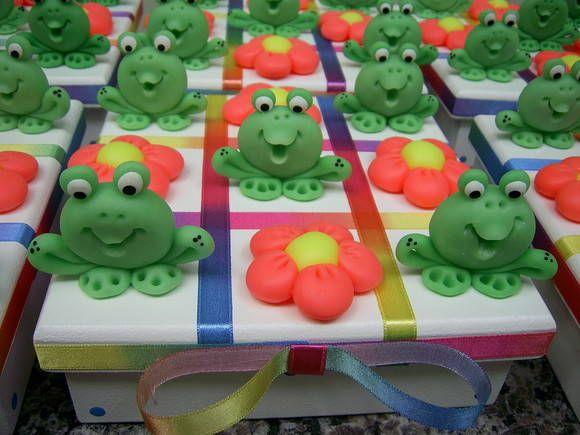 Jogo da velha em MDF, pintado, decorado com peças em biscui, um brinquedo pedagógico onde a criança desenvolve o raciocínio lógico, coordenação motora e integração social, aceitamos encomendas para lembranças em festas, consulte-nos para fazermos orçamento para preço de atacado.