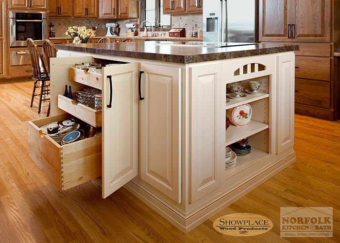 Beautiful Oak Kitchen Cabinets Are Durable And Can Offer A More Updated Look By  Choosing Different Stains And Door Styles. See Showplace Kitchen Cabinet  Images Here. Pictures