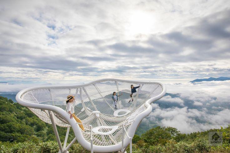 「星野リゾート トマム」(上川管内占冠村)の人気スポット「雲海テラス」に2つの展望スポットが誕生し、2017年9月12日より公開を開始しました。雲の上に浮かぶような夢の体験ができるとあって、早くも話題