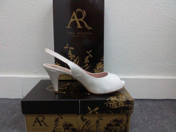 ANA ROMÁN. Zapato pee toe liso abierto por detrás. Tacón 8cm y plataforma delantera de 1cm.