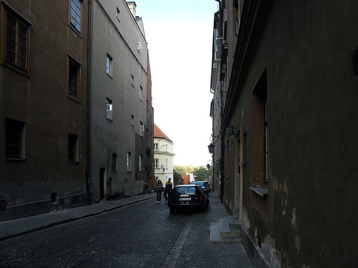 A view of Celna Street in the opposite direction, looking down toward the Vistula River.