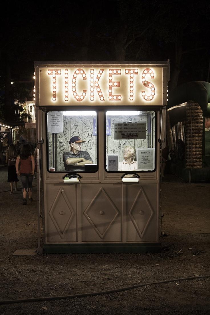 Street pic / fête foraine / manège / guichet / tickets / luna park