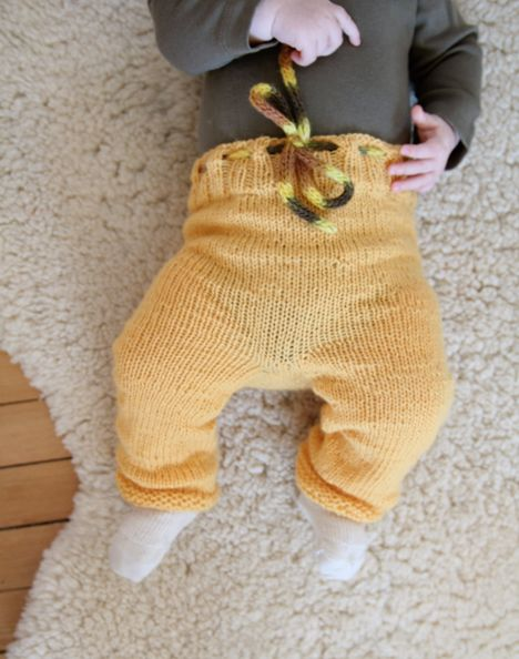 I heart yellow...  and baby legs!!!