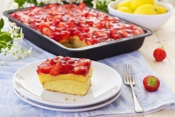 Lemon cake with strawberries.
