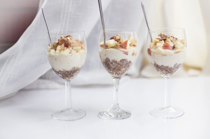 Mini raw apple cake glasses