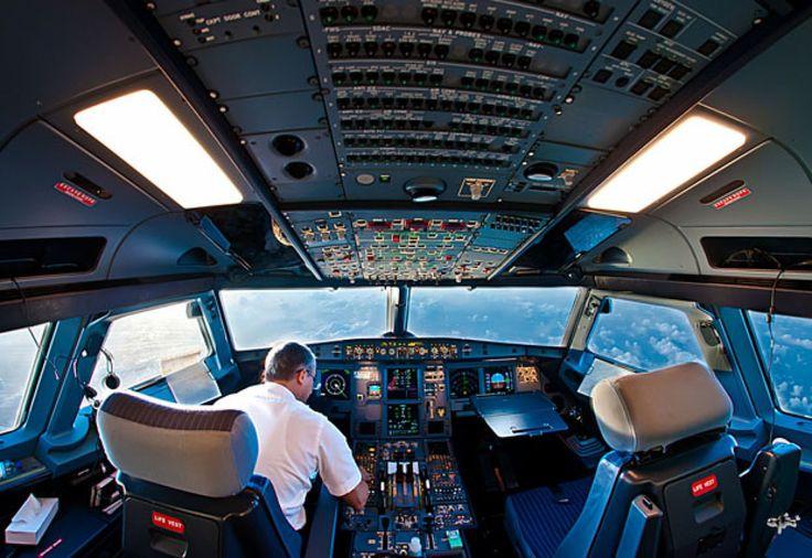 El piloto Karim Nafatni disfruta de una privilegiada vista del mundo gracias a su trabajo y lo muestra con estas fascinantes imágenes.