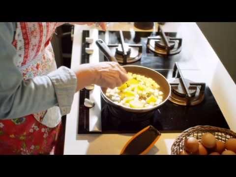 Kreikkalainen munakas. Herkullinen aamiais- tai välipalamunakas - ja kääntötemppu kannen avulla :)