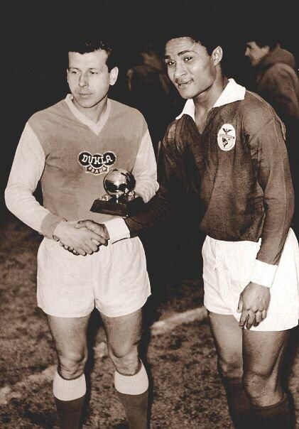Josef Masopust (Dukla Prague, 1952–1968, 386 apps, 79 goals) holding the Ballon d'Or 1962 and Eusébio da Silva Ferreira, 18 December 1962.