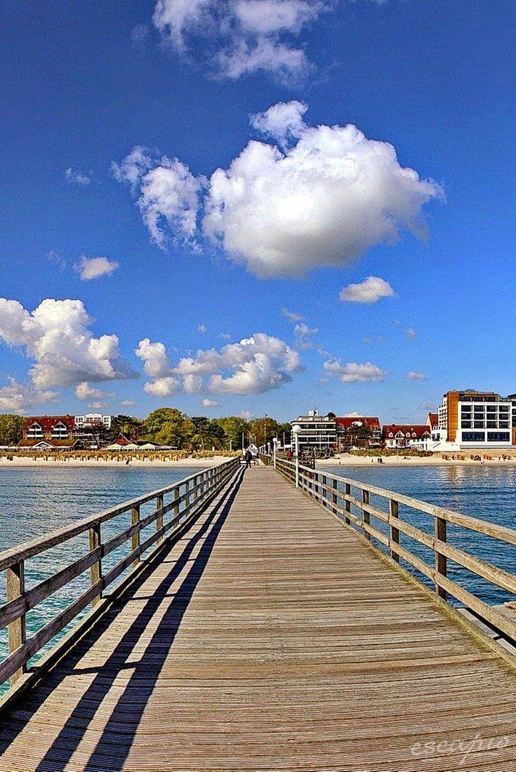 Seebrücke in Scharbeutz. BAYSIDE Hotel Scharbeutz direkt an der Ostsee. Deutschland