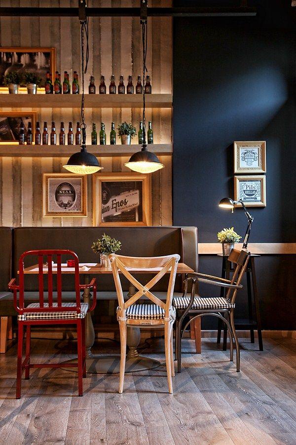 Think Beer: una cervecería con aire industrial que homenajea a su bebida estrella en Atenas.   diariodesign.com