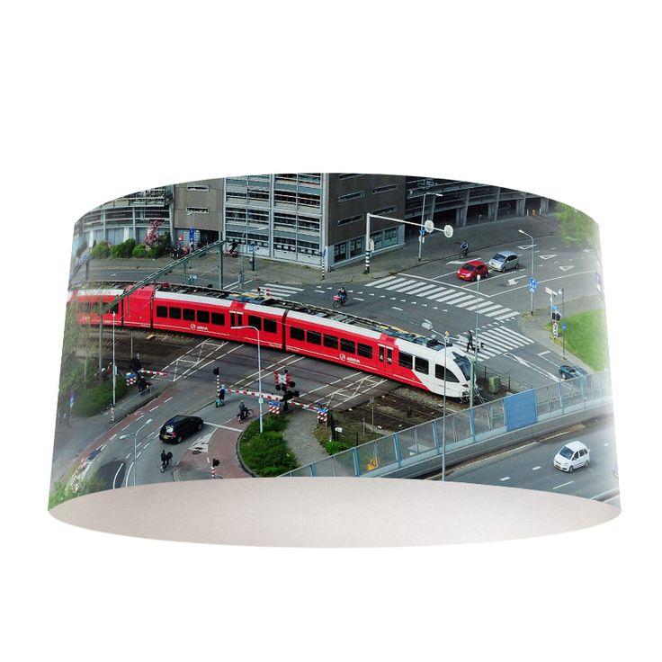 Lampenkap Infrastructuur | Bestel lampenkappen voorzien van digitale print op hoogwaardige kunststof vandaag nog bij YouPri. Verkrijgbaar in verschillende maten en geschikt voor diverse ruimtes. Te bestellen met een eigen afbeelding of een print uit onze collectie.  #lampenkap #lampenkappen #lamp #interieur #interieurdesign #woonruimte #slaapkamer #maken #pimpen #diy #modern #bekleden #design #foto #verkeer #infrastructuur #trein #arriva #auto #wegen #weg #vervoer