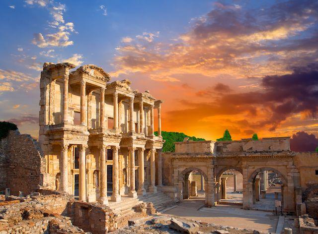 Turkey エフェソス遺跡。蔵書一万冊以上のセルシウス図書館