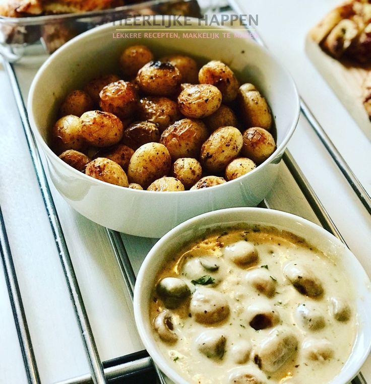 Citroen aardappeltjes en roomchampignons Heb je een feestje? En wil je wat lekkere makkelijke hapjes bij het diner serveren? Nou dan zit je goed met deze citroen aardappeltjes en roomchampignons. Het zure van de aardappeltjes met het romige van de saus van de champignons. In één woord: Heerlijk!... #Citroen, #Knoflook, #Peterselie, #Room