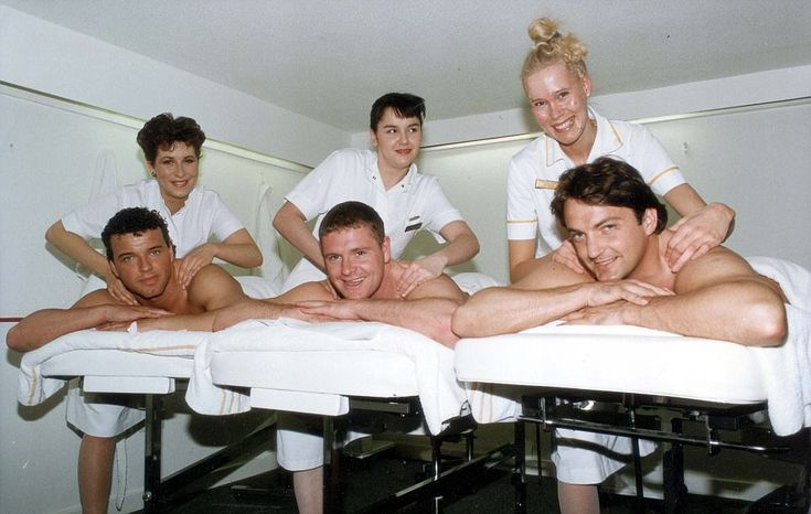 Paul Stewart (left), Paul Gascoigne and Gary Mabbutt, prepared for an FA Cup semi-final in the most relaxing way at Henlow Grange