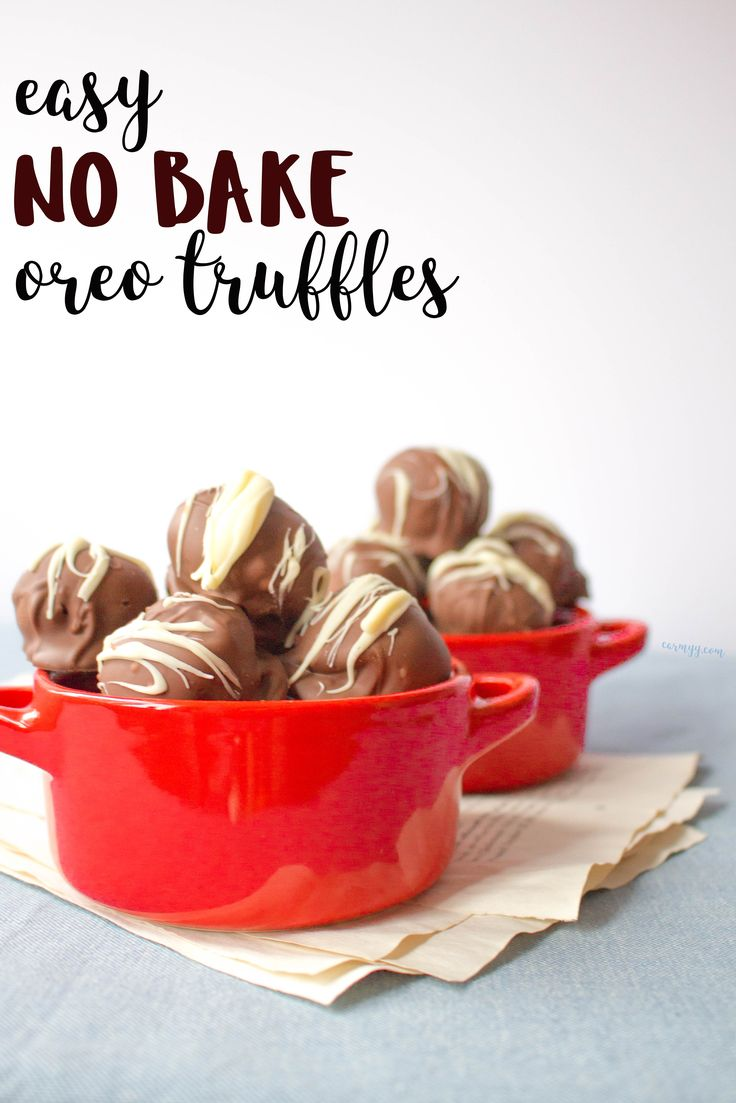 Looking for an easy dessert to make for a party or a bake sale? This recipe for easy no bake Oreo truffles are prefect bite sized treat. via @runcarmyrun