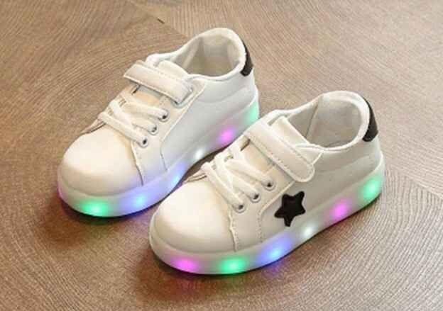 SH080 Sepatu LED Anak Star White Size 31 32 33 34 35 Rp 95.000 (ready)