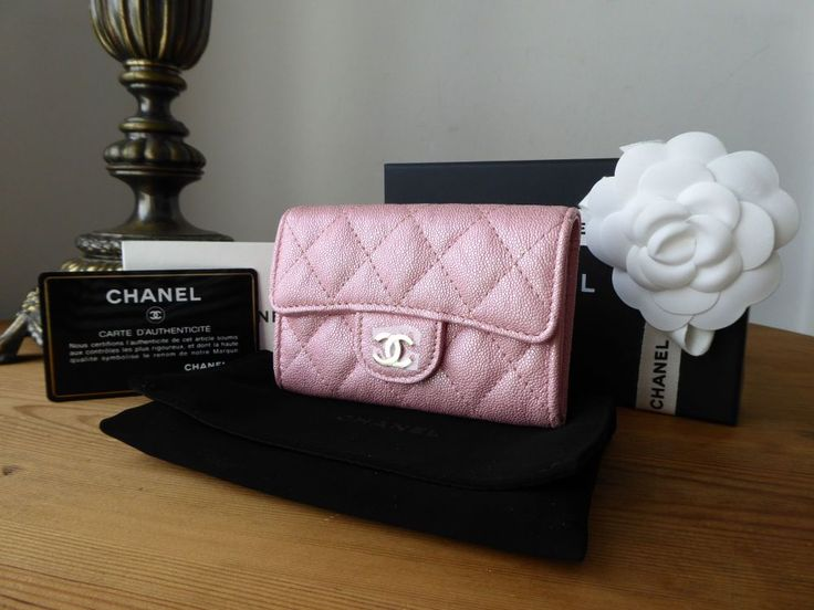 Chanel classic card holder in pearly pink iridescent