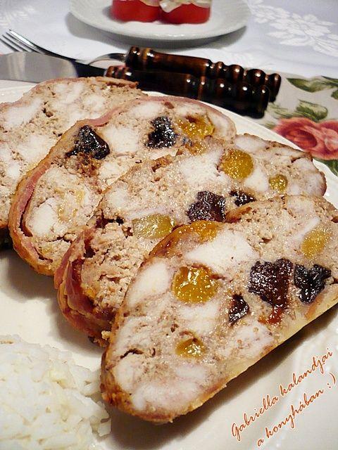 Gabriella kalandjai a konyhában :): Diós-aszaltgyümölcsös csirkemell őzgerincformában sütve