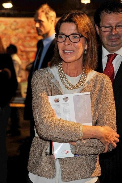 Elegant pearls glam up a cozy cardi. I am wondering if Princess Caroline of Monaco has inherited hers from her mother? Visit my website for finding your own savvy business style: www.ionimage.nl or find me on Facebook: https://www.facebook.com/IonImage