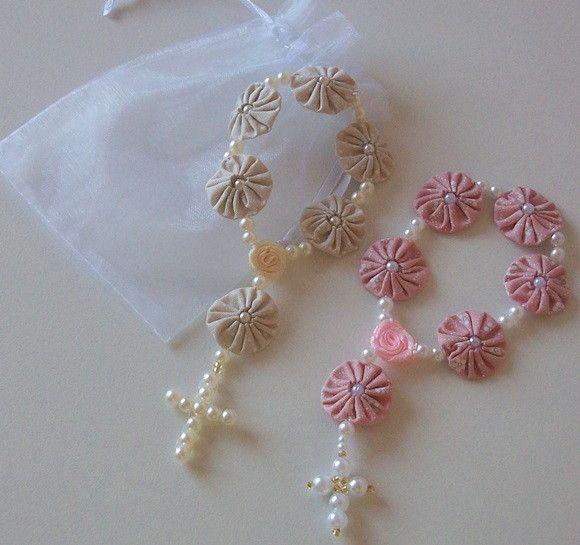 Mini tercinho de fuxico,todo artesanal.  Ideal para lembrancinha de batizado, eucaristia,1ª comunhão,bodas, nascimento etc...