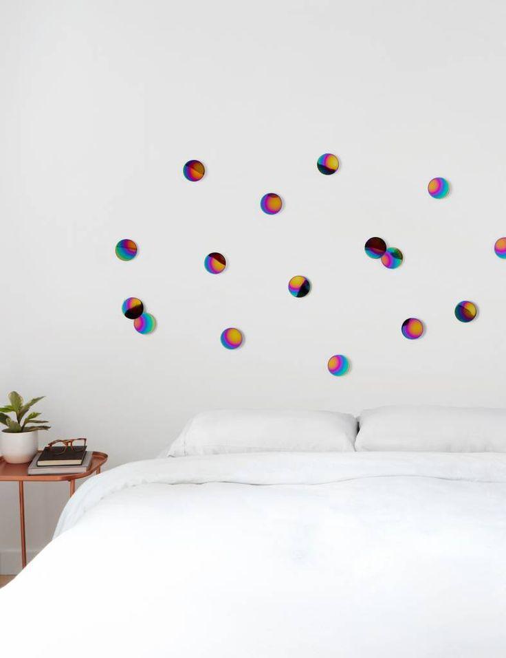 Ronde confetti's in regenboogkleuren, leuk om je muur te decoreren. Te koop op www.yellowsky.shop        #regenboog #rainbow #confetti #muurdecoratie #muur #woonaccessoires #interieur