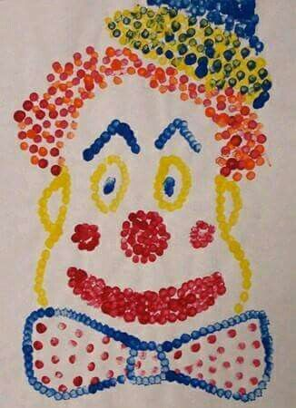 Clown met wattenstokjes