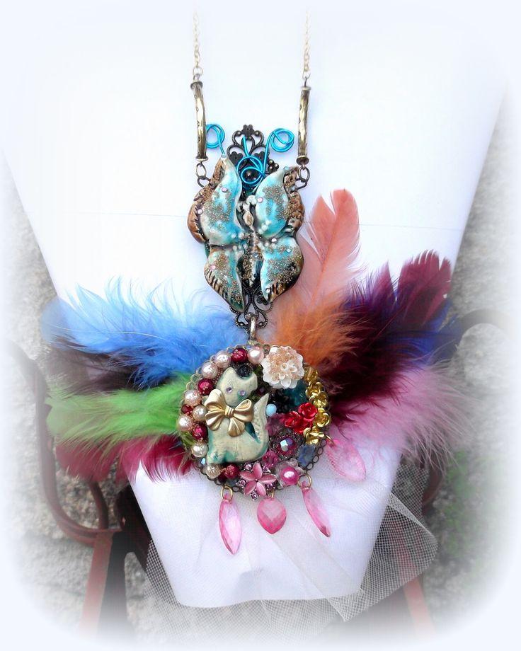 """Collier sautoir Romantiqe """"Le Chat et le Papillon"""" chat céramique, estampe, roses métal, fleurs résines : Collier par modern-madison"""