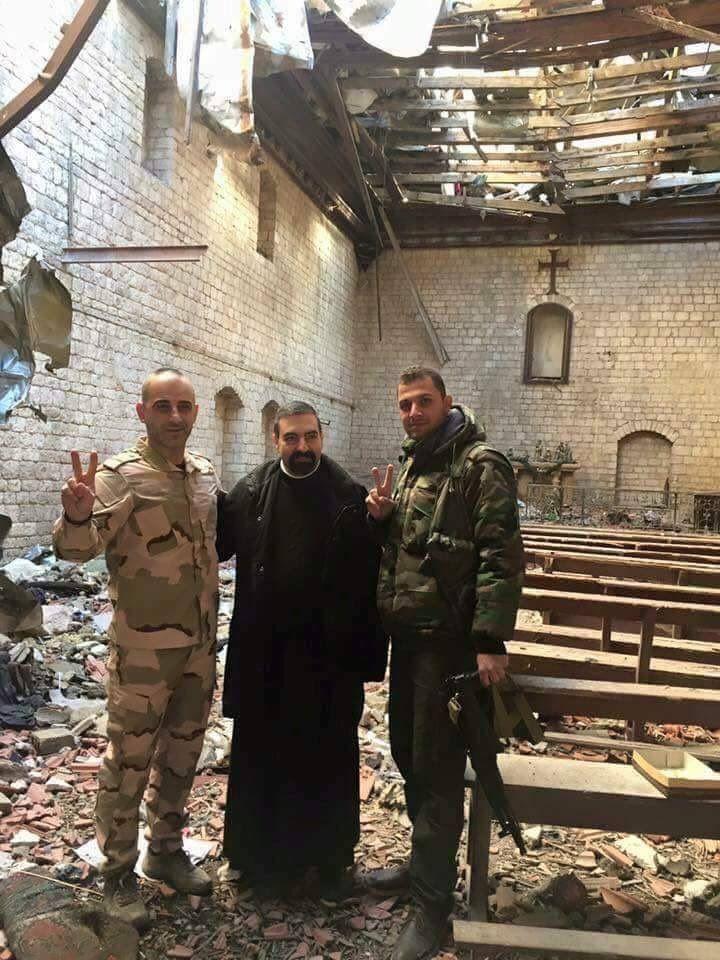Alors qu'Obamavient d'accorder une dérogation pour la livraison d'armes aux combattants étrangers en Syrie, les chrétiens de la vieille ville enfin libres s'apprêtent à fêter Noël dans un décor dévasté. Ainsi pour fêter la libération de la presque totalité de l'Est de la ville détenue depuis cinq ans par les islamistes, les paroissiens…