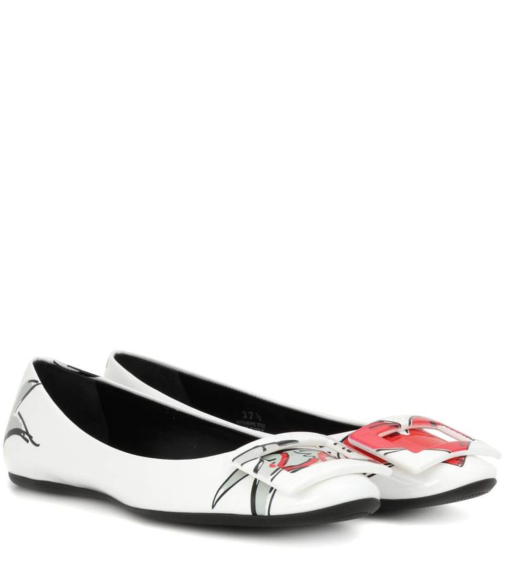 ROGER VIVIER Printed patent leather ballerinas. #rogervivier #shoes #flats