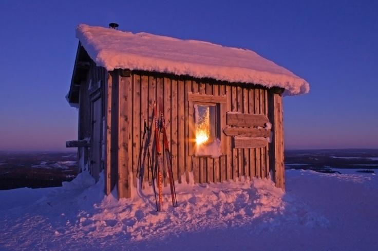 Ruka, Valtavaara hut in winter sunset