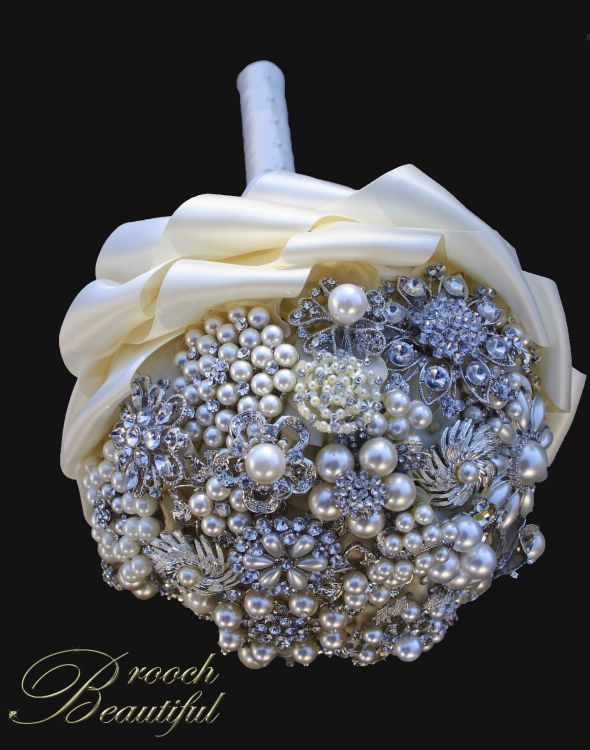 Brooch Bouquets for the Entire Bridal Party :  wedding antique bling bouquet bridesmaid broach brooch broochbeautiful flowers gift inspiration ivory pearl purple silver vintage white IMG 3836a