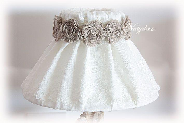 Nouvelle création NATYDECO Abat jour déhoussable et lavable en lin et dentelle avec collier en fleurs voile de lin couleur taupe ou couleur blanc cassé vente sur http://www.natydecocorse.com/