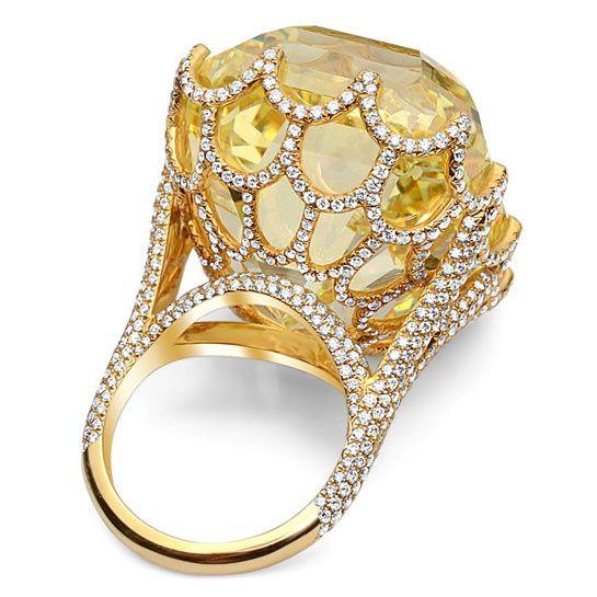 Un diamant jaune taille Asscher exposé à Paris