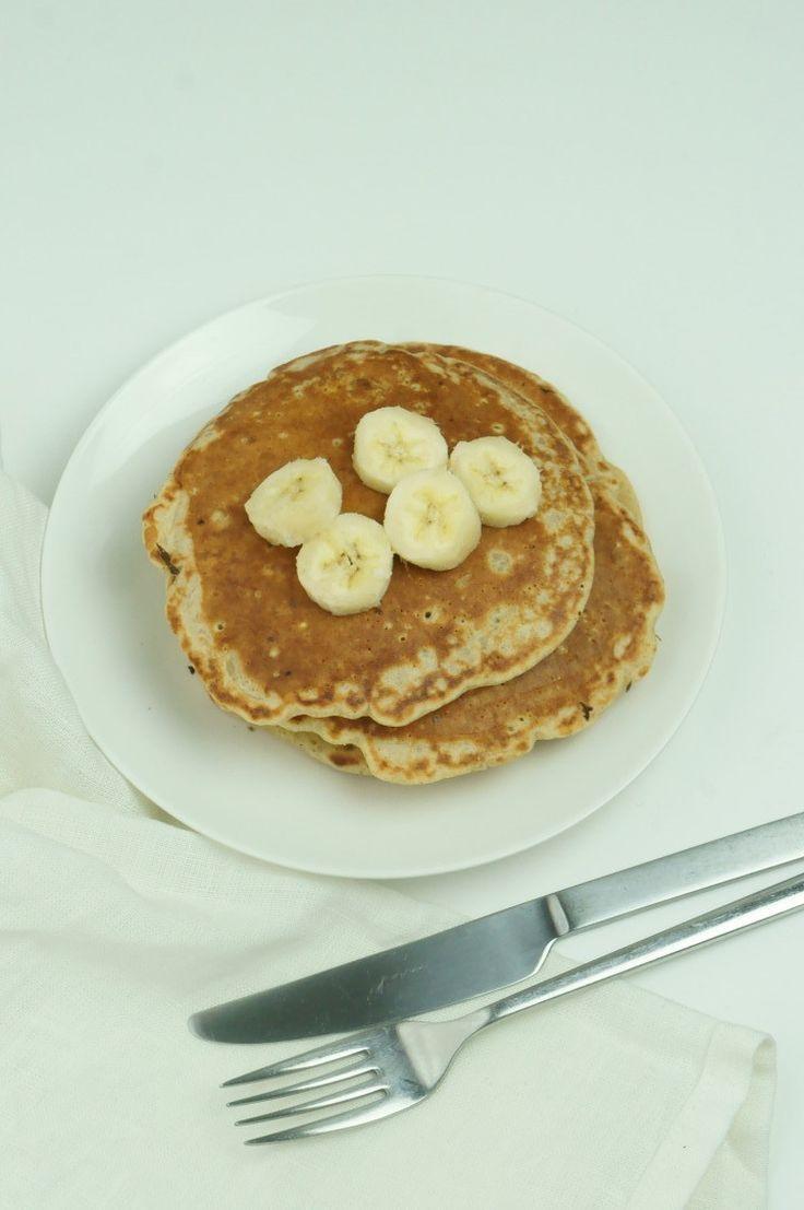 おうちに常備している食材&追熟させたバナナで、かんたんパンケーキを作りました。フライパン&おたま&フライ返しさえあれば、かんたんに作れますー。