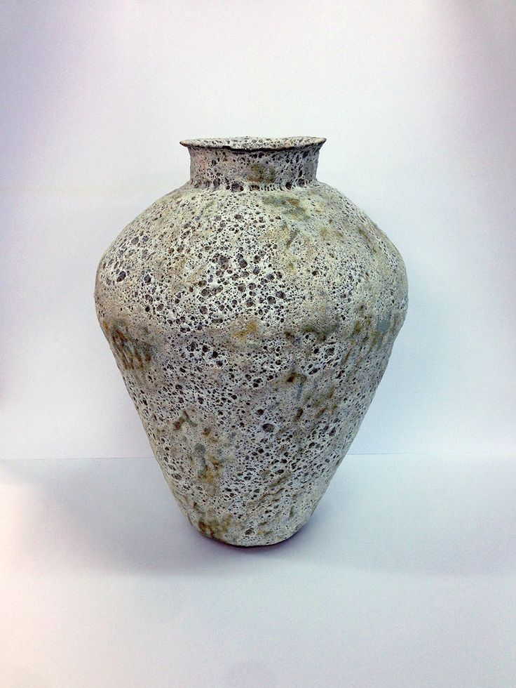 LACUNA . TERRACOTTA PAPERCLAY WITH REACTIVE SLIP AND STONEWARE TIN GLAZE . 35 x 26 x 26CM.